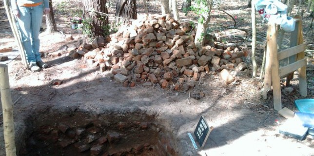 Now this is a pile of OLD bricks!  St. Paul's Church Parsonage was destroyed during the 1715 Yamassee Indian War